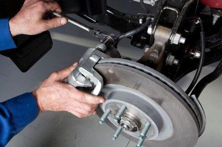 ¿Estás pensando en el cambio de pastillas freno de su coche? és muy importante cambiar los frenos antes de que se desgasten ya que pueden dañar los discos