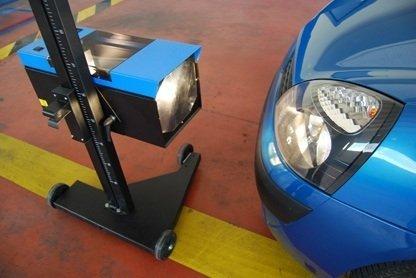 ajustar altura de los faros ss muy importante ya que el sistema de alumbrado del coche tiene una función vitaly necesaria ya que es el encargado de informar (intermitentes) y iluminar la carretera