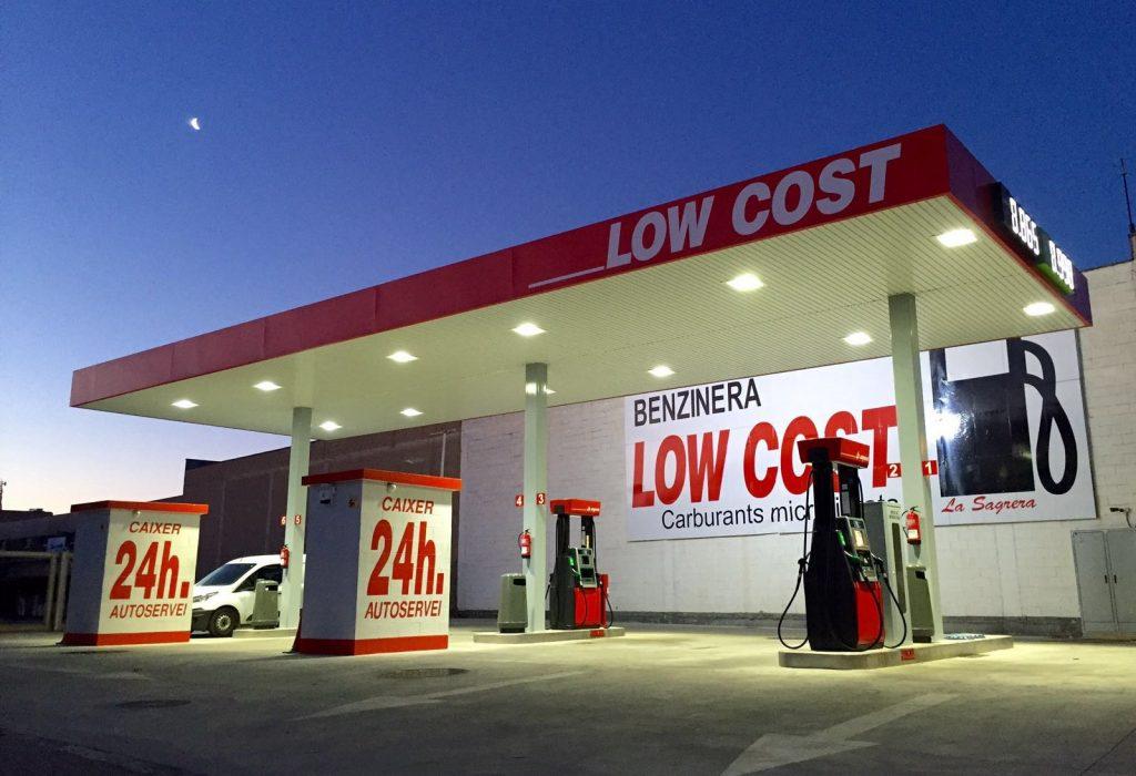 Diferencias entre gasolineras low cost y convencionales: ¿es malo para el coche?